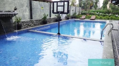 Villa Pelangi 2 Kolam Renang Dengan Ring Basket