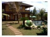 Kolam renang Villa Cendana & saungnya