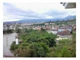 view ke danau dan pegunungan